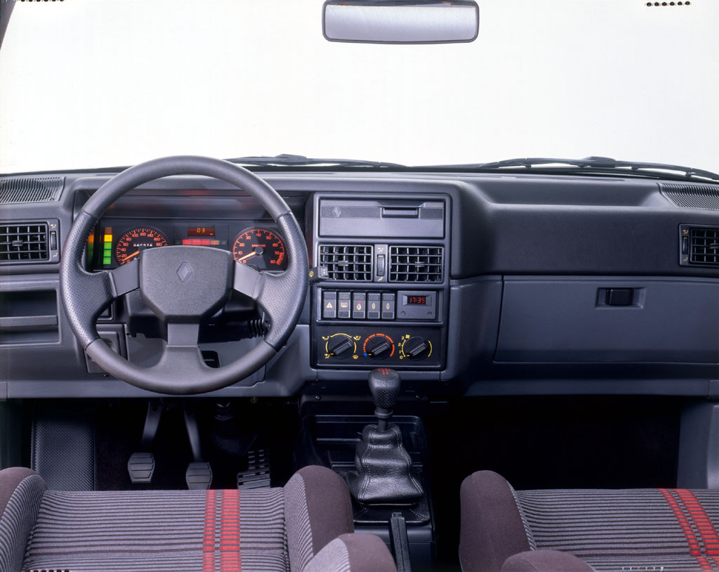 Renault 19 II 1992 - 2002 Hatchback 3 door #7