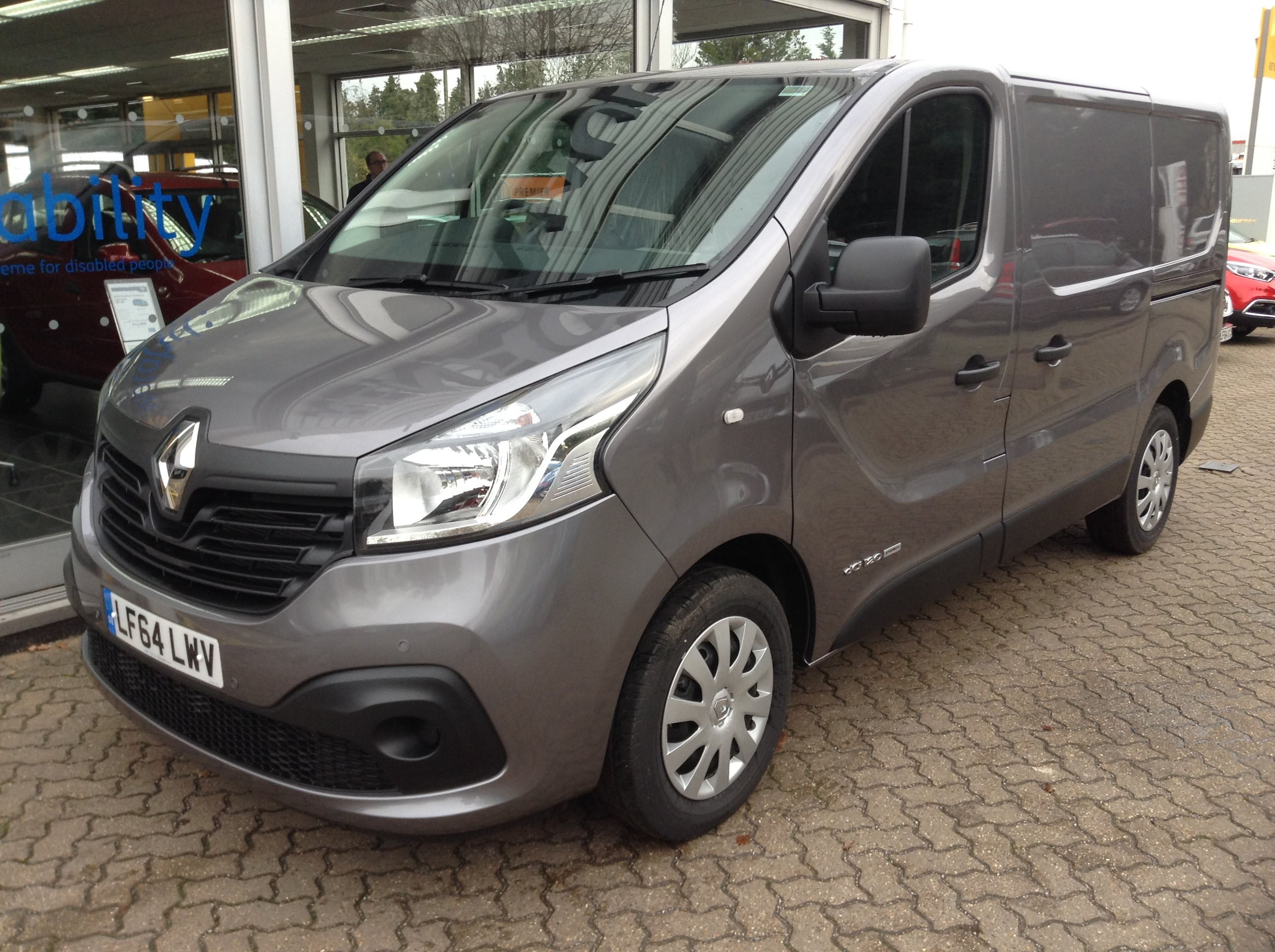 Renault Trafic III 2014 - now Minivan #2