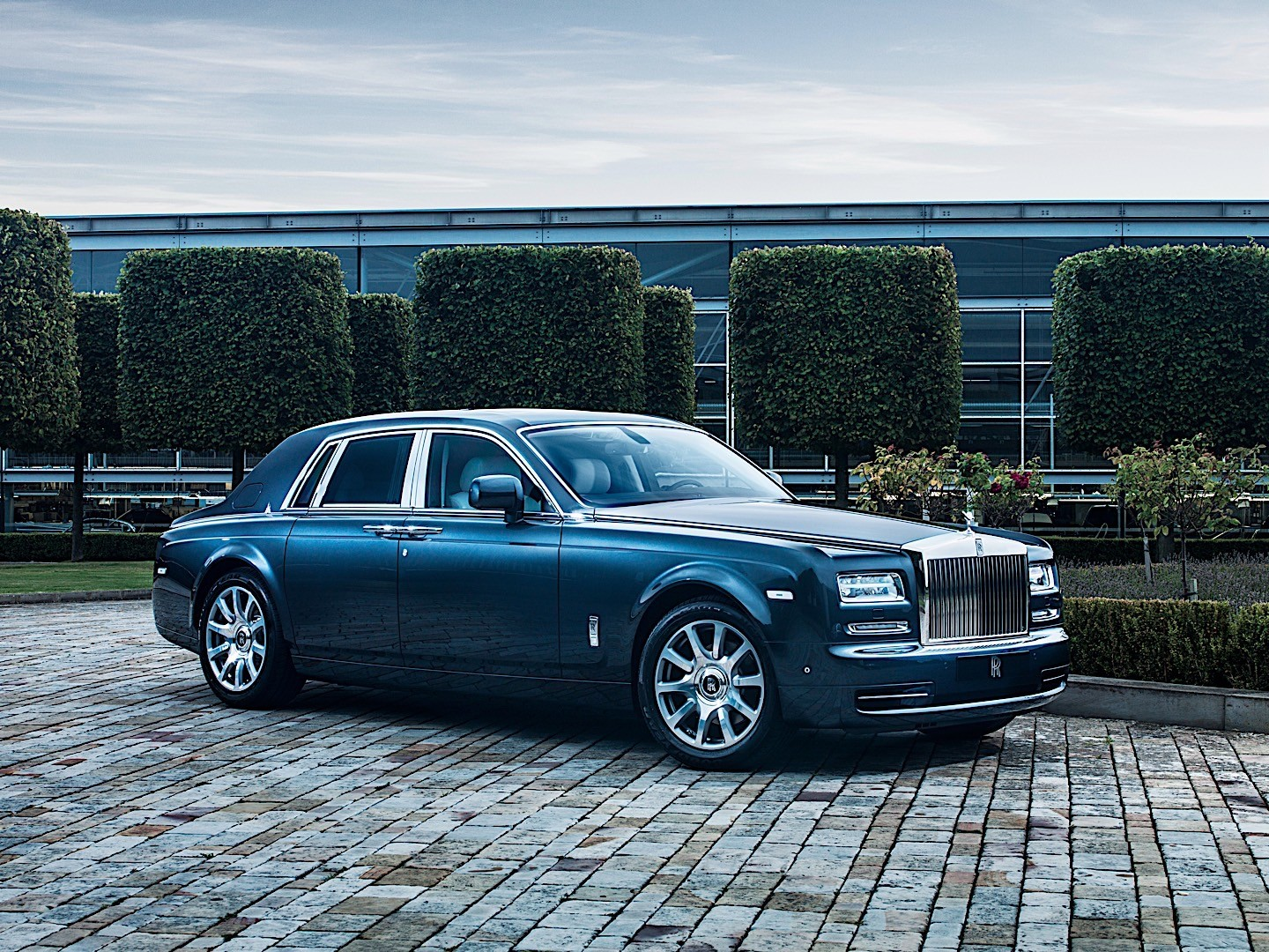 Rolls-Royce Phantom VII Restyling (Series II) 2012 - now Sedan #5