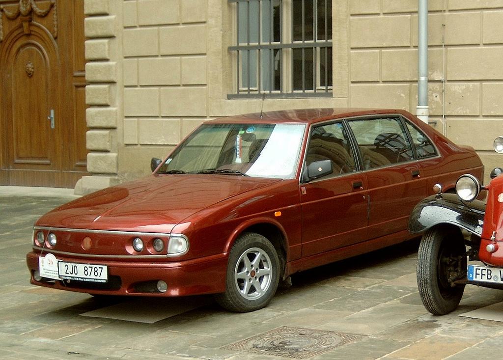 Tatra T700 1996 - 1999 Sedan #2