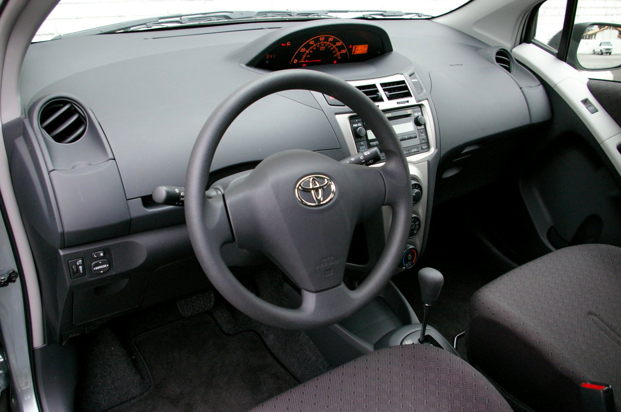 Toyota Yaris II 2005 - 2009 Hatchback 3 door #8