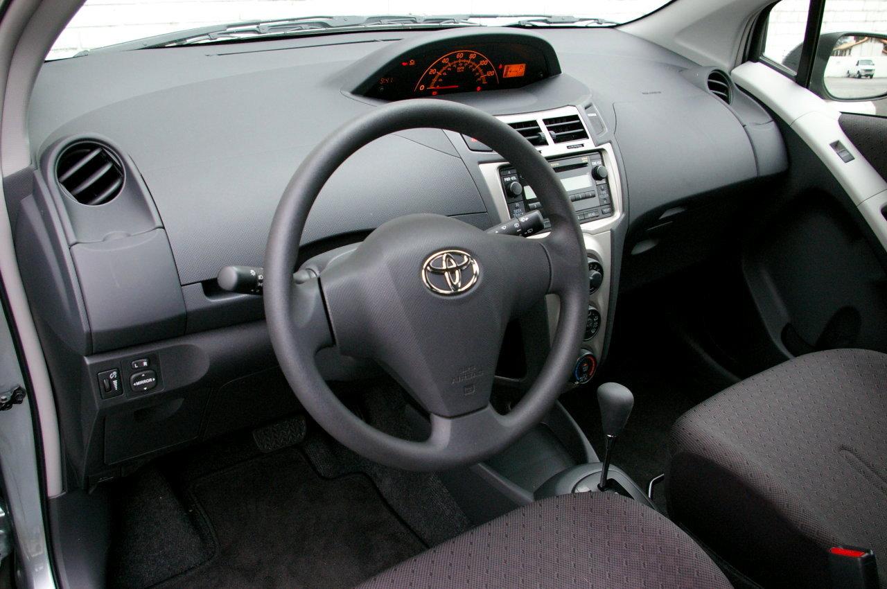 Toyota Yaris II 2005 - 2009 Sedan #8