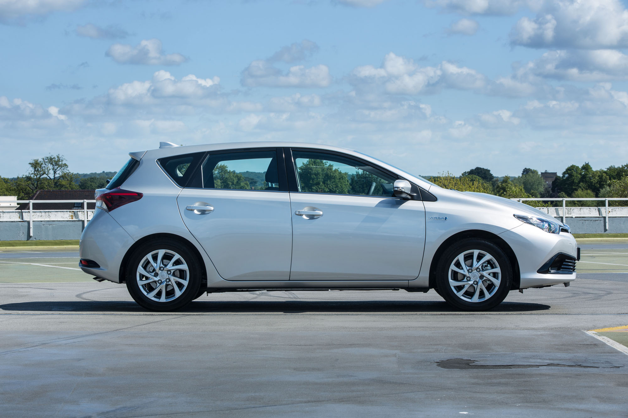 Toyota Auris II Restyling 2015 - now Hatchback 5 door #2