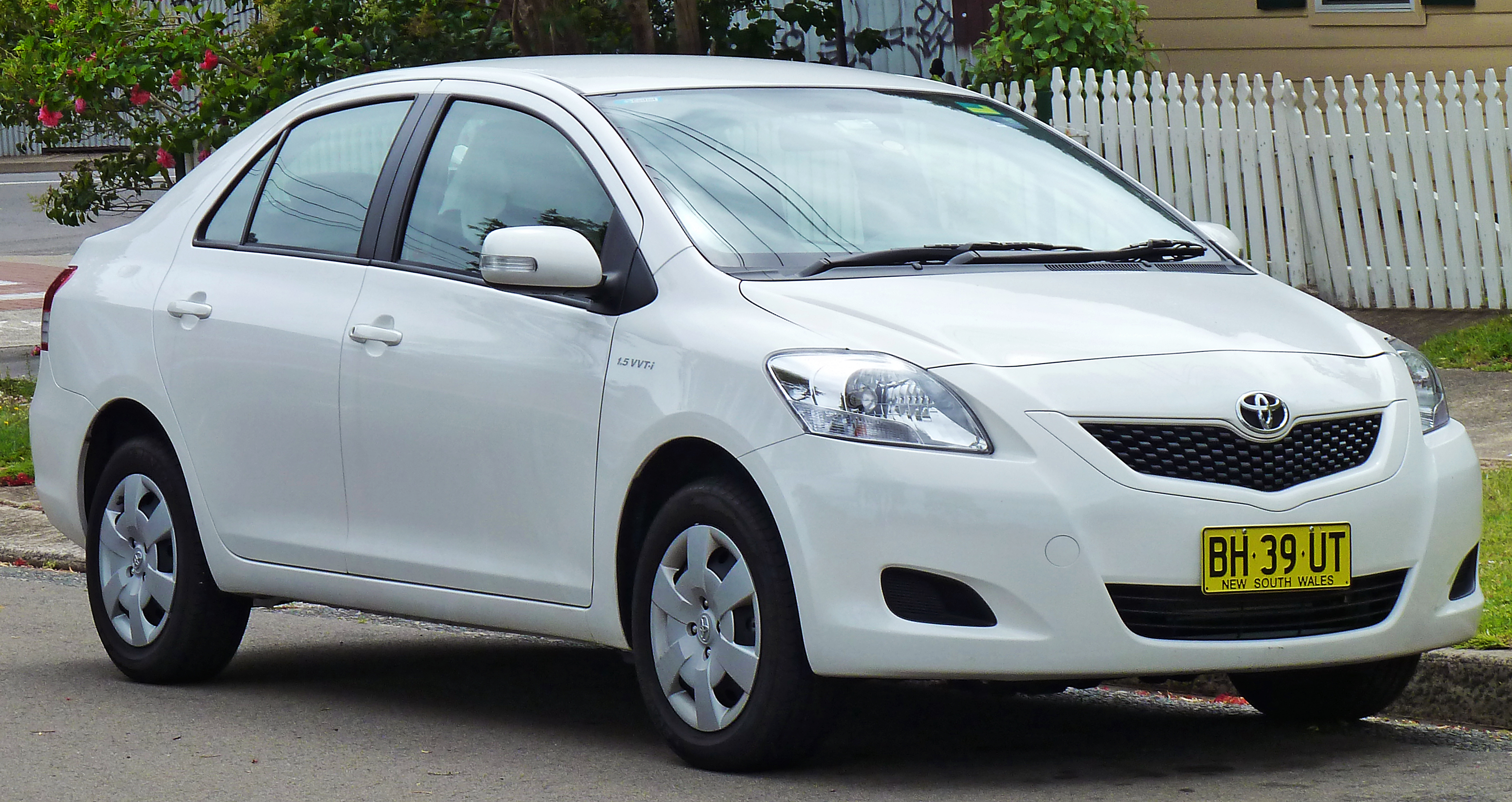Toyota Belta 2005 - 2012 Sedan #2
