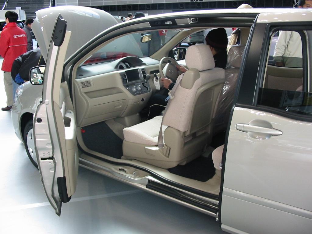 Toyota Raum I 1997 - 2003 Compact MPV #3