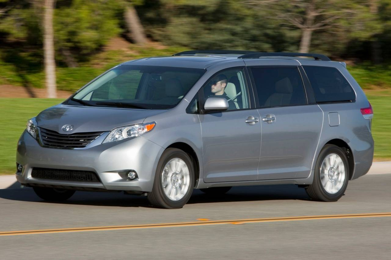 toyota sienna iii 2010 now minivan outstanding cars. Black Bedroom Furniture Sets. Home Design Ideas