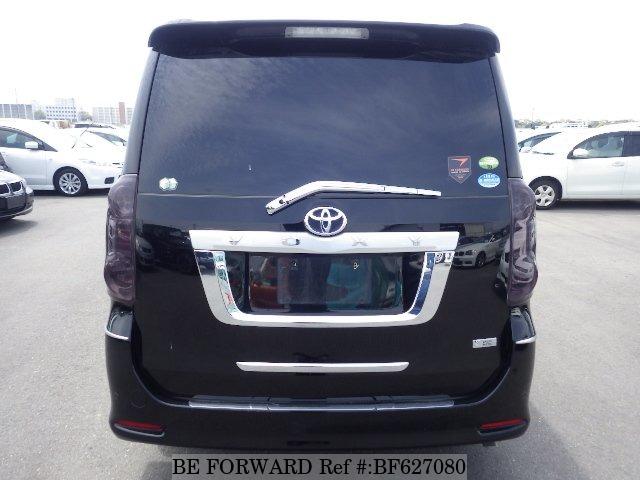 Toyota Voxy II (R70) 2007 - 2010 Minivan #2