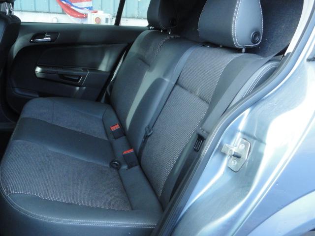 Vauxhall Astra H 2004 - 2010 Hatchback 5 door #4