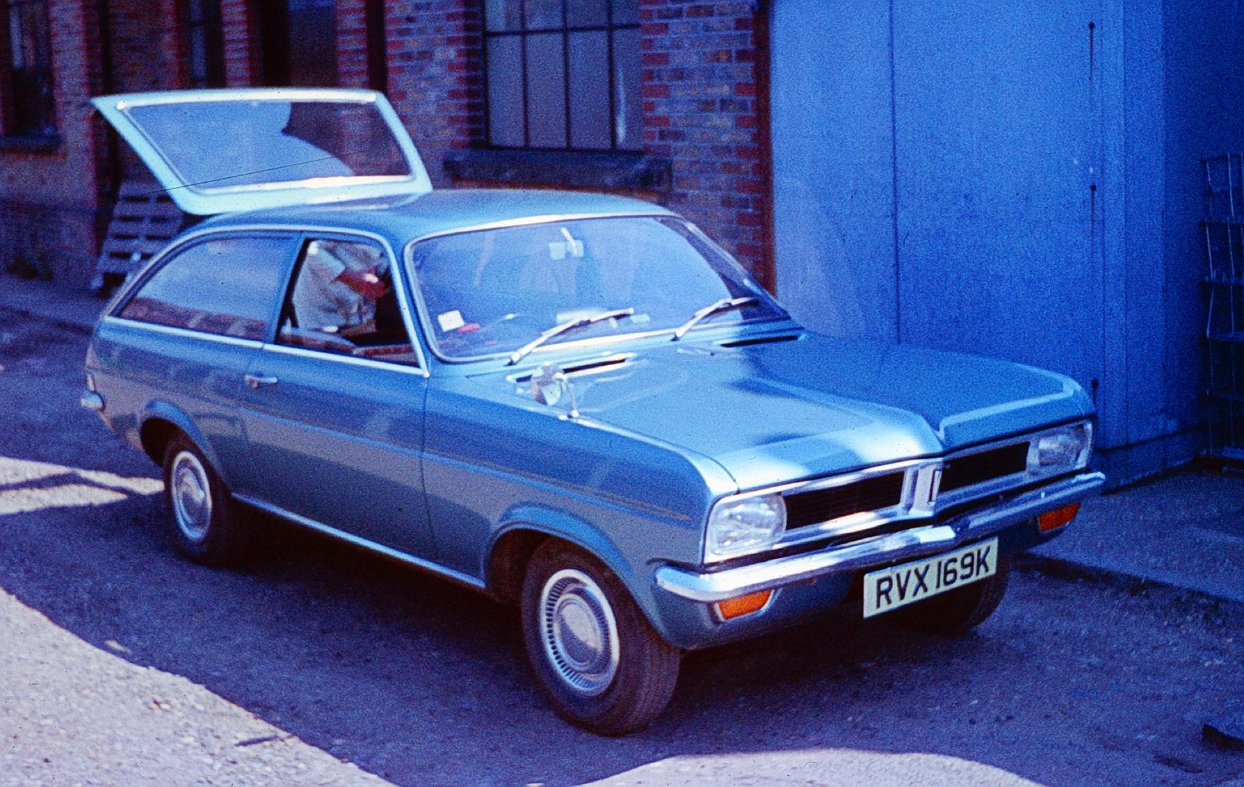 HB 1966-1970 #pha.033074 Photo VAUXHALL VIVA 3-DOOR DELUXE 90 ESTATE