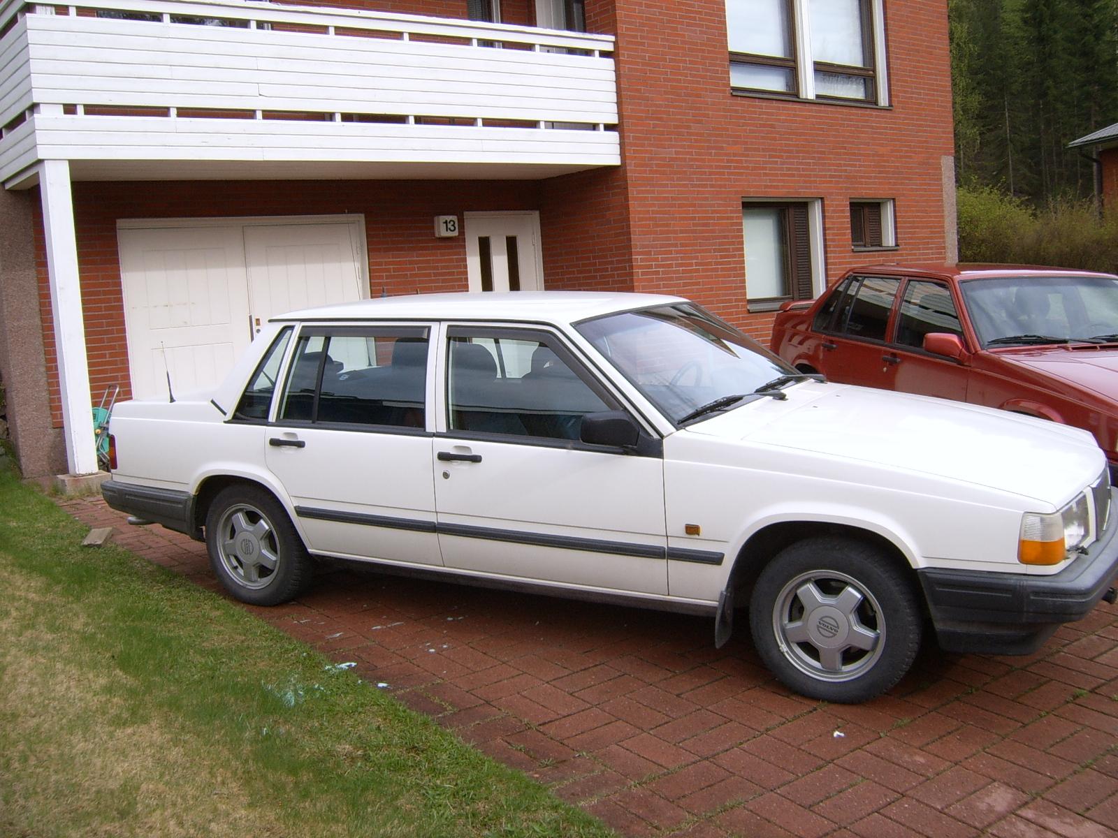Volvo 740 1983 - 1992 Sedan #1