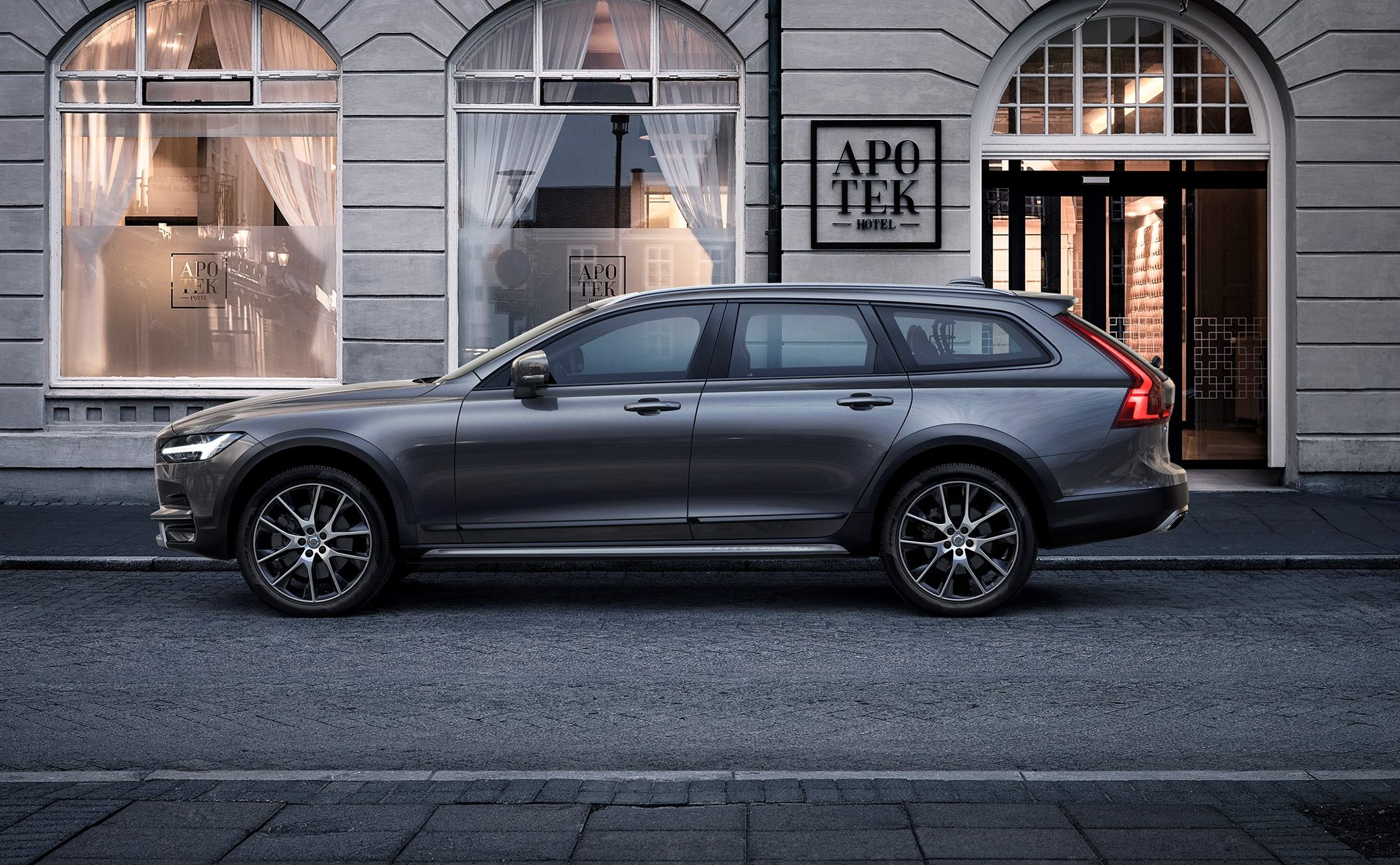 Volvo V90 Cross Country I 2016 - now Station wagon 5 door #2