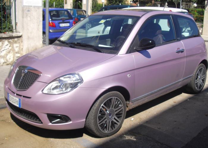 http://carsot.com/images700_500/lancia-ypsilon-i-type-840-1995-2003-hatchback-3-door-exterior-2.jpg