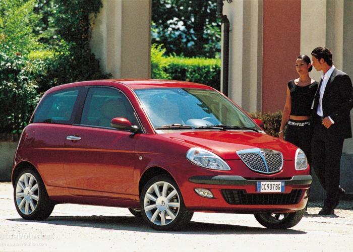http://carsot.com/images700_500/lancia-ypsilon-ii-type-843-2003-2006-hatchback-3-door-exterior-2.jpg