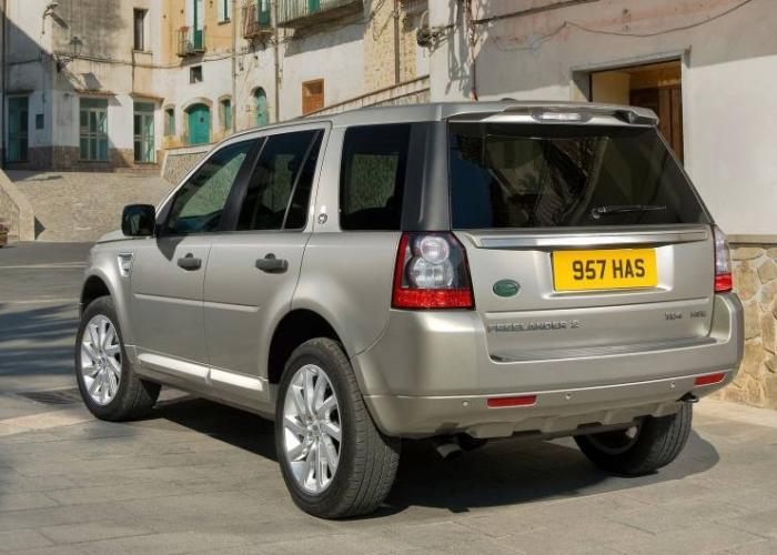 http://carsot.com/images700_500/land-rover-freelander-ii-restyling-2010-2012-suv-5-door-exterior-1.jpg