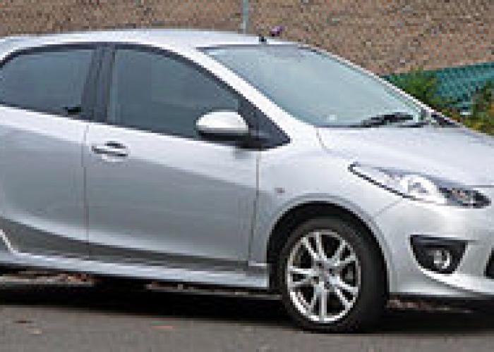 http://carsot.com/images700_500/mazda-2-i-dy-2003-2005-hatchback-5-door-exterior-2.jpg