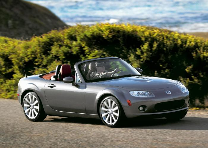 http://carsot.com/images700_500/mazda-mx5-ii-nb-restyling-2001-2005-roadster-interior-1.jpg