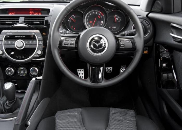 http://carsot.com/images700_500/mazda-rx8-i-2003-2008-coupe-interior-2.jpg