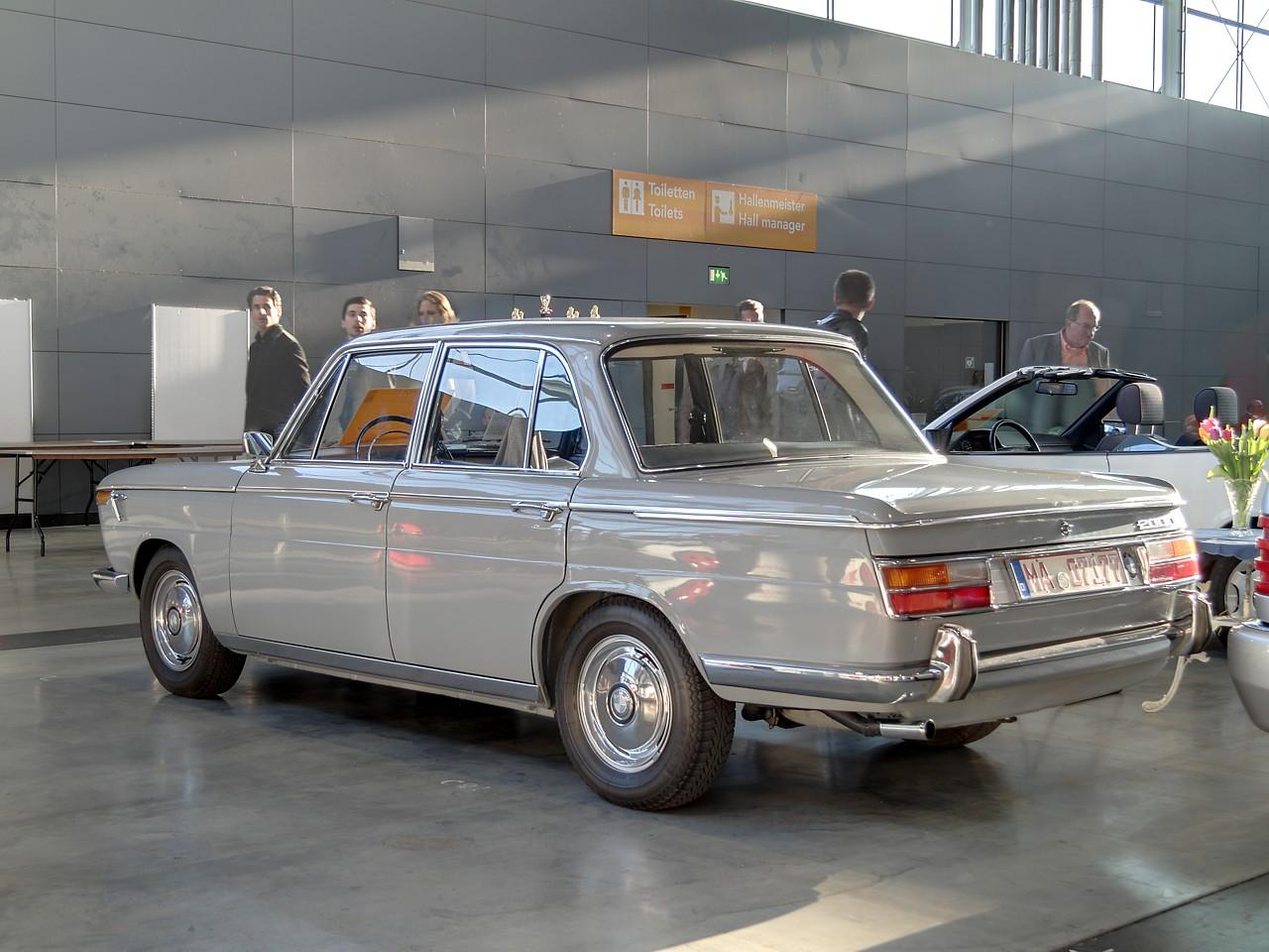 BMW New Class 2000 1966 - 1972 Sedan #4