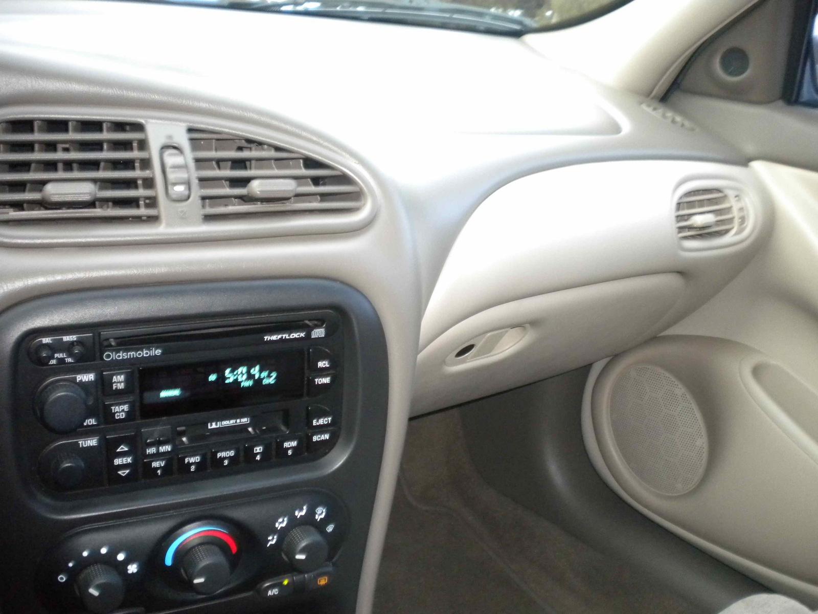 Oldsmobile Alero 1998 - 2004 Sedan #8