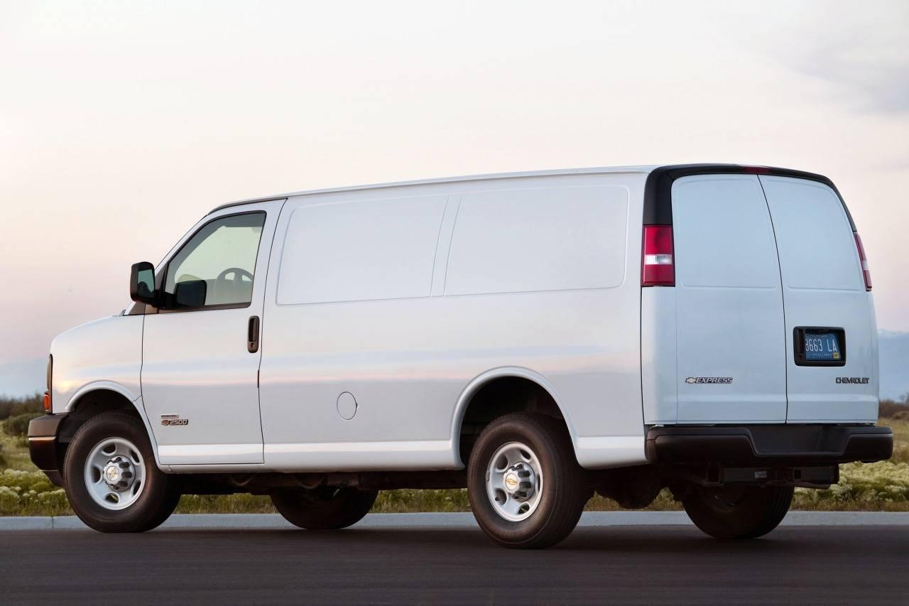 Chevrolet Express II 2002 - now Minivan #5