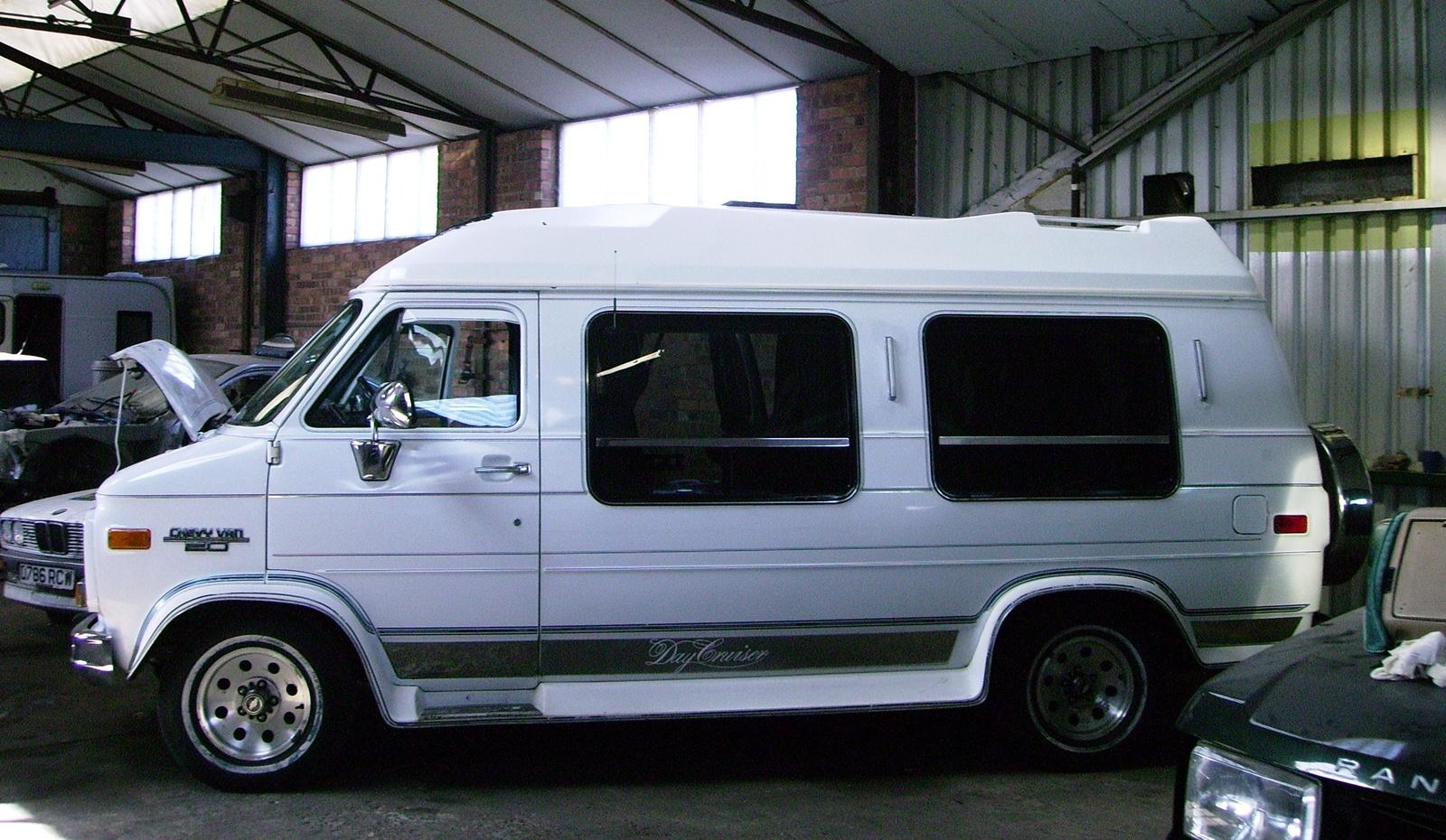 Chevrolet Van 1980 - 1996 Minivan #3