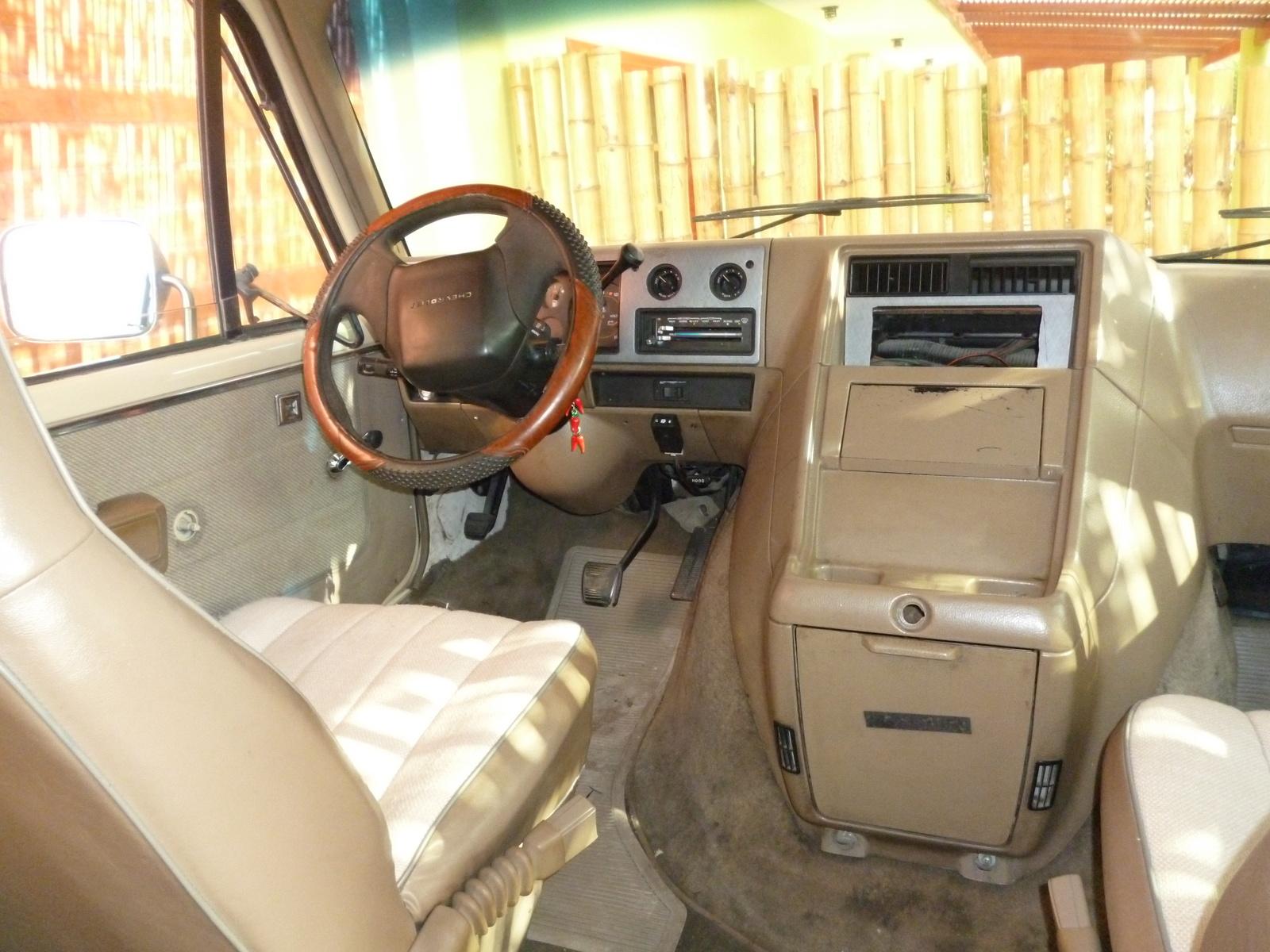 Chevrolet Van 1980 - 1996 Minivan #4