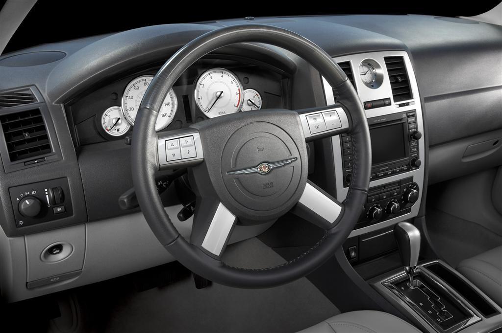 Chrysler 300C SRT8 I 2004 - 2010 Sedan #3