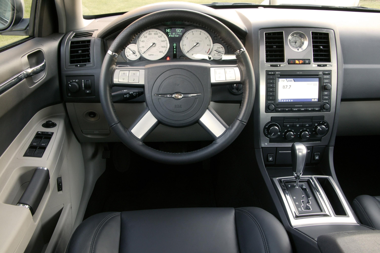 Chrysler 300C SRT8 I 2004 - 2010 Sedan #5