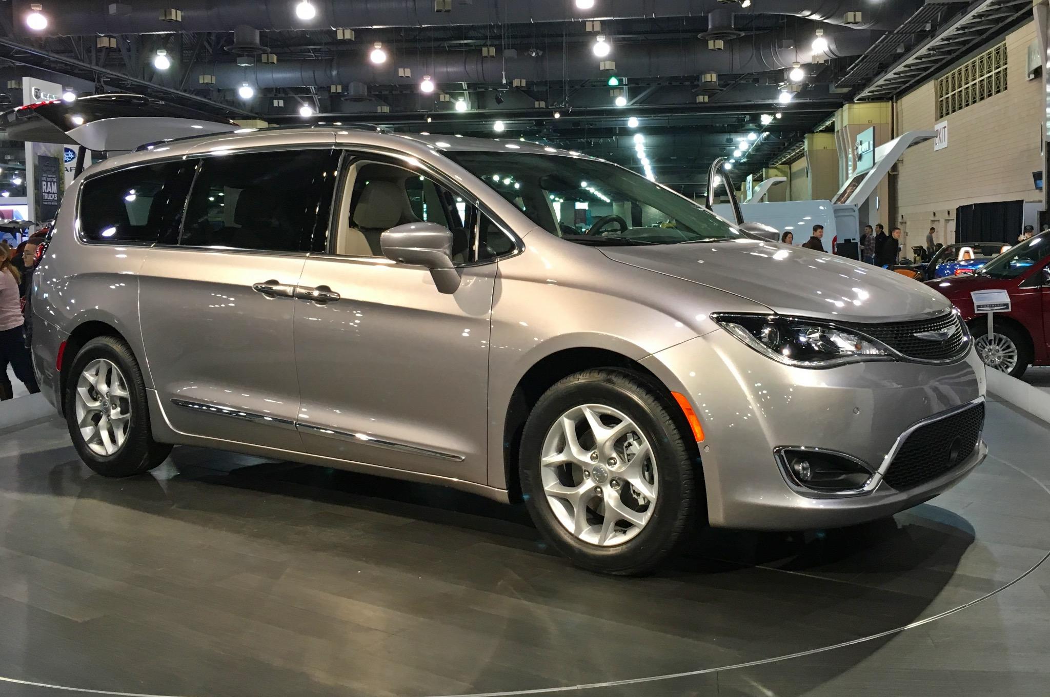 Chrysler Pacifica RU 2016 - now Minivan #2