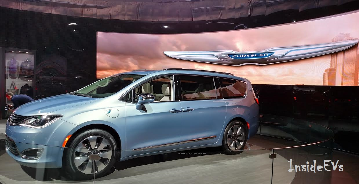 Chrysler Pacifica RU 2016 - now Minivan #5