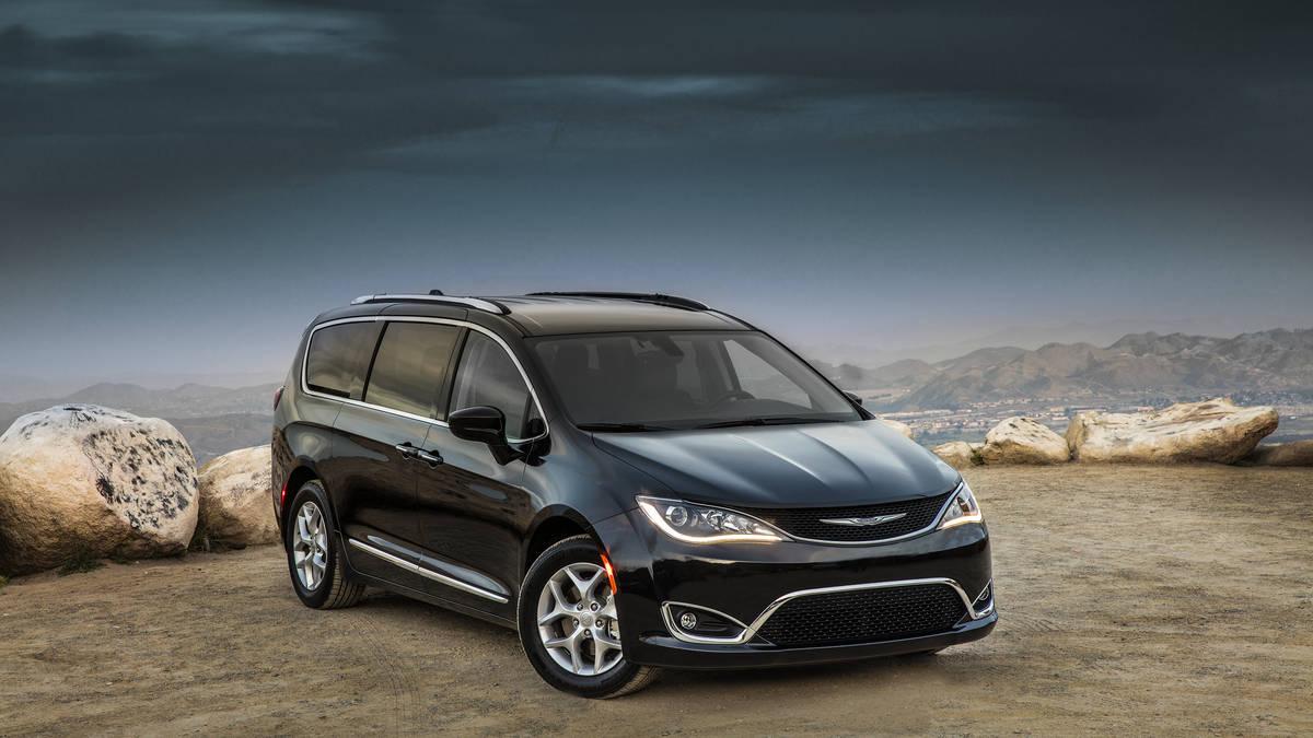 Chrysler Pacifica RU 2016 - now Minivan #6