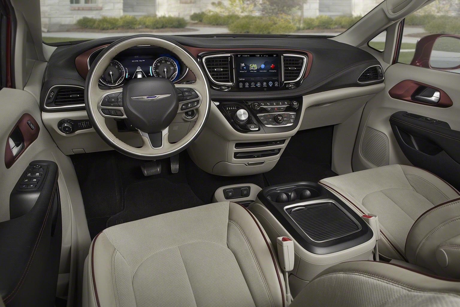 Chrysler Pacifica RU 2016 - now Minivan #3