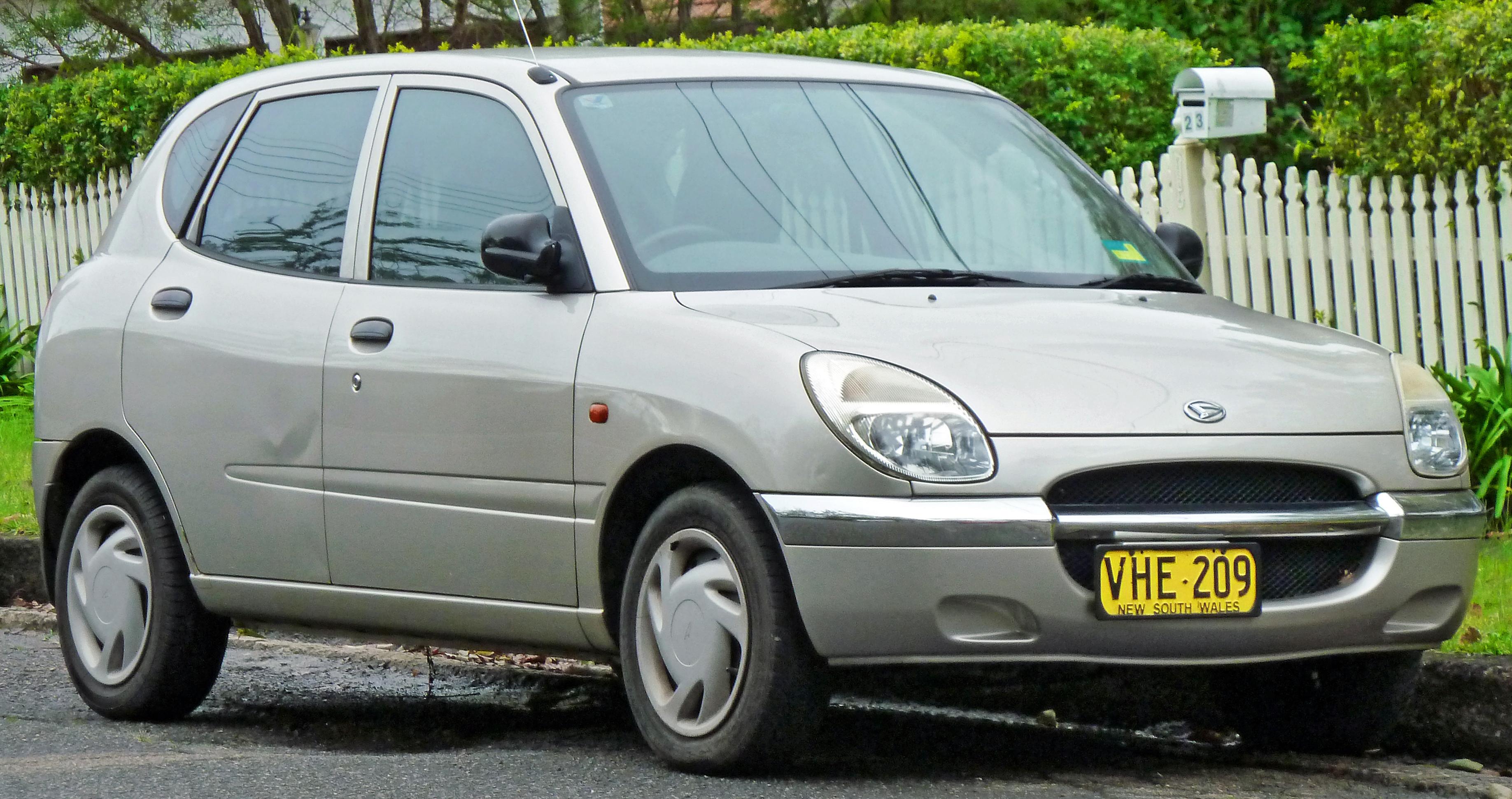 Daihatsu Sirion I (M1) 1998 - 2004 Hatchback 5 door #4