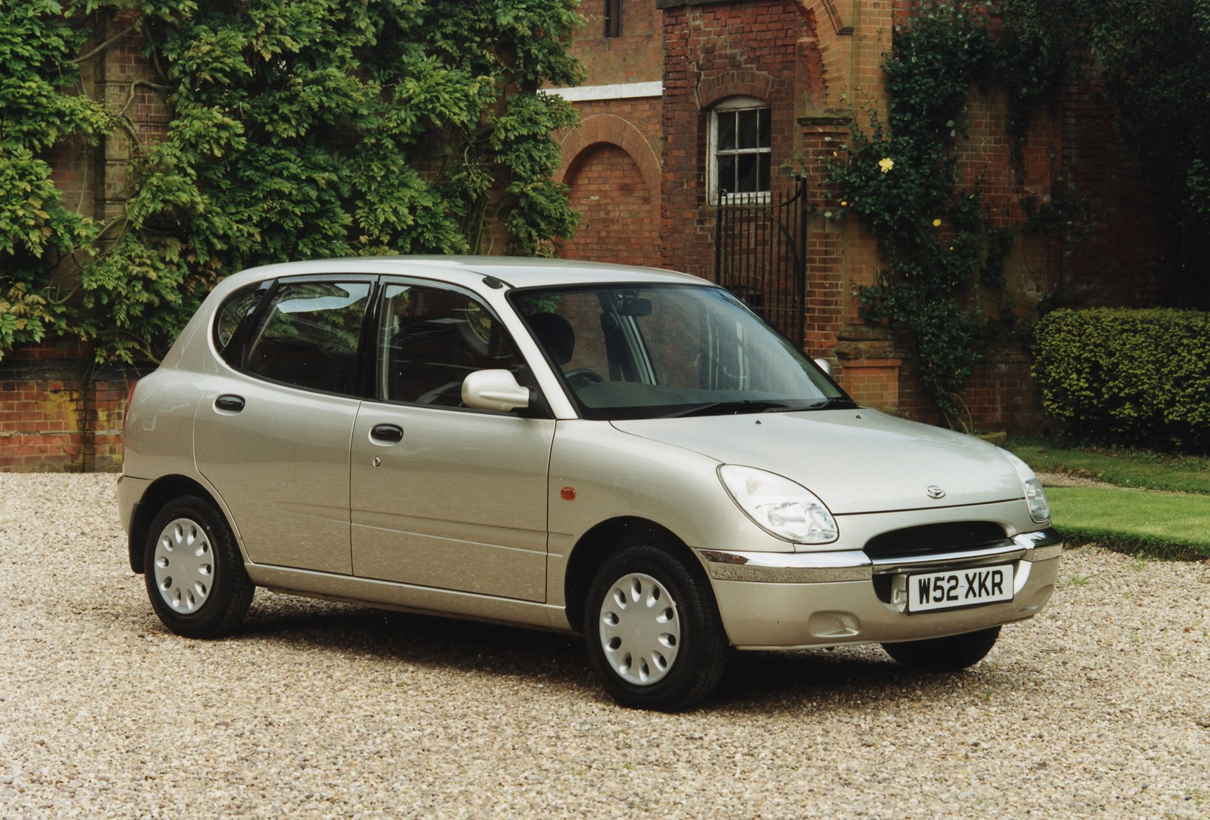Daihatsu YRV 2002 - 2005 Compact MPV #2