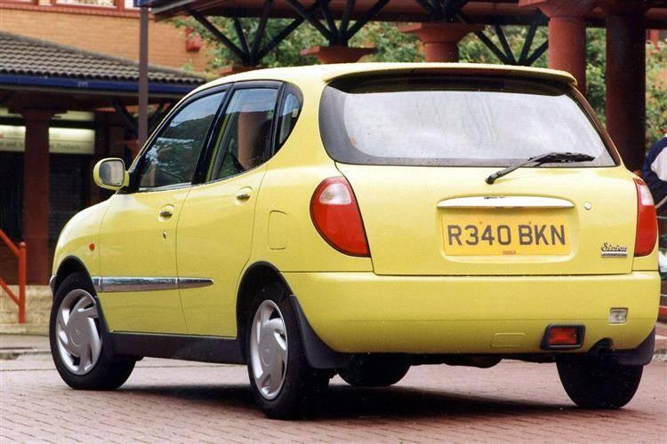 Daihatsu YRV 2002 - 2005 Compact MPV #4