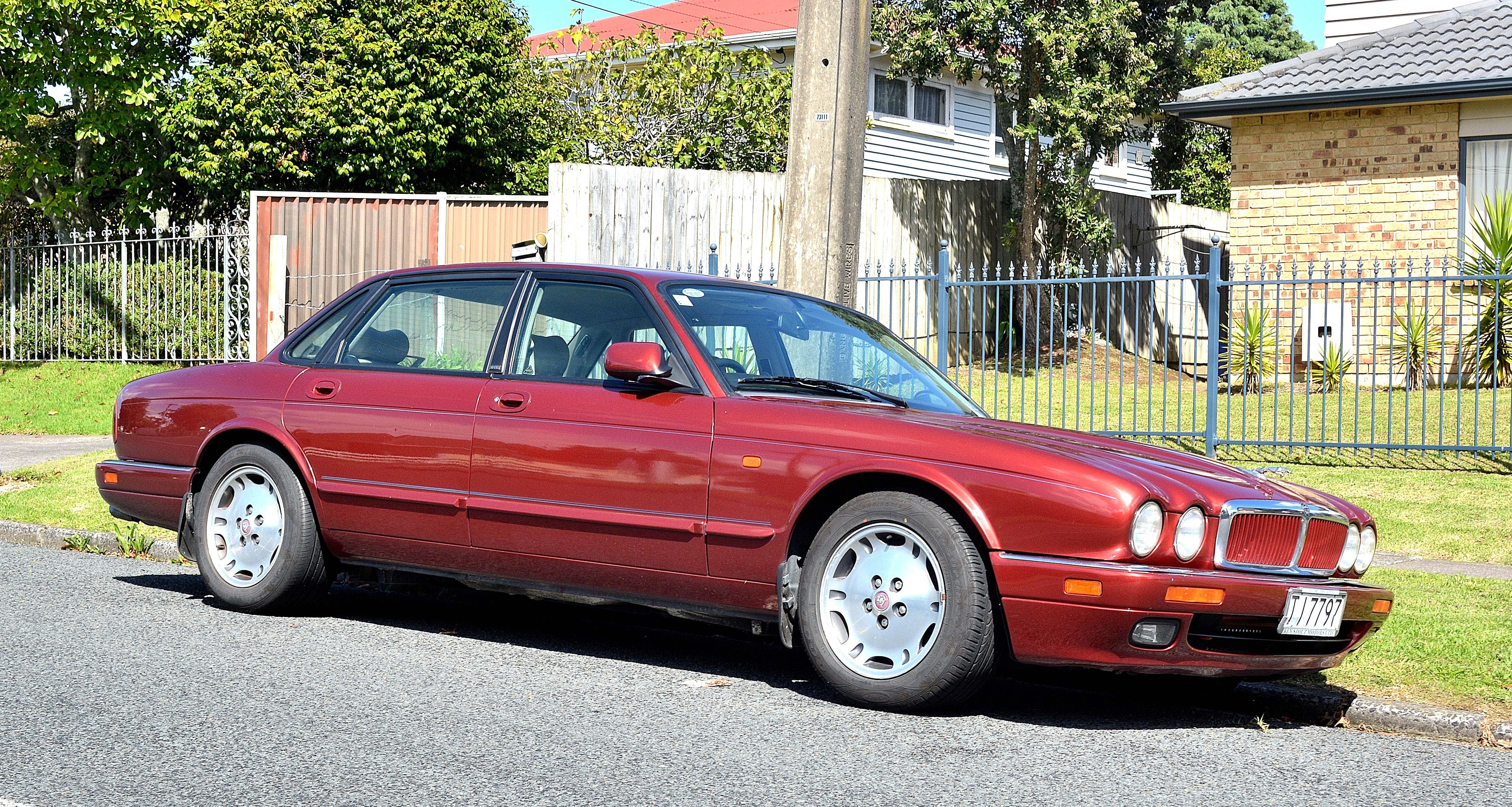 Jaguar XJR II (X300) 1994 - 1997 Sedan :: OUTSTANDING CARS