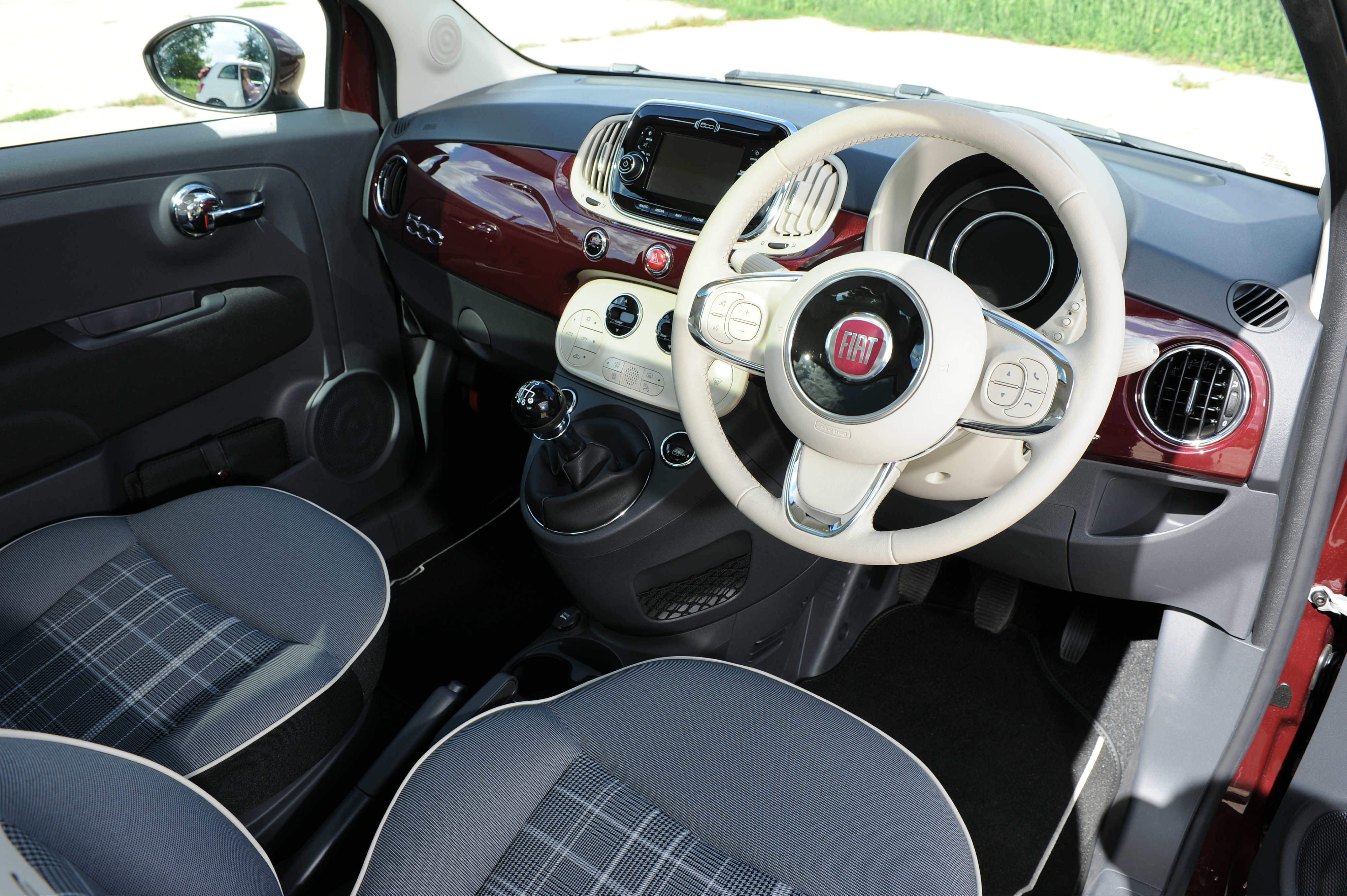 Fiat 500 II Restyling 2015 - now Hatchback 3 door #3