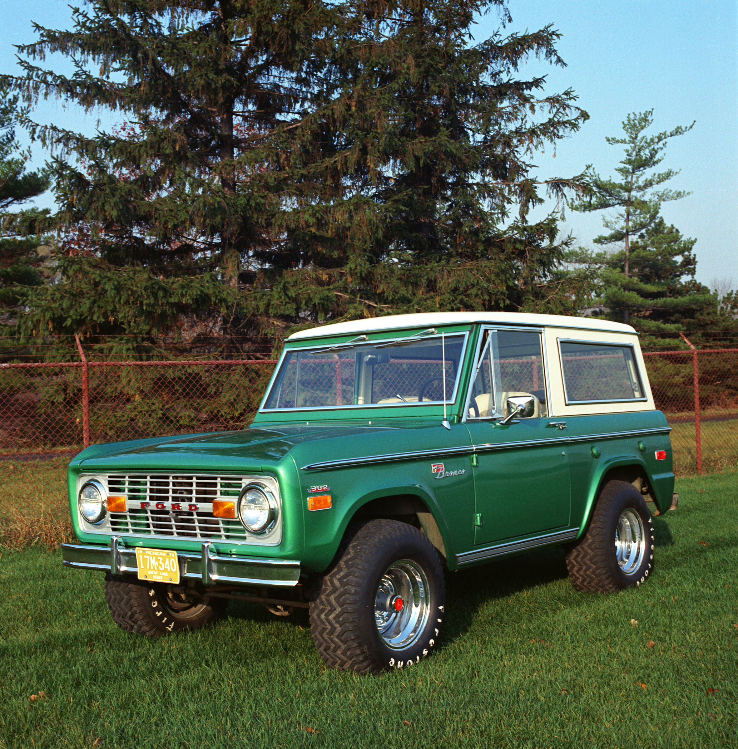Ford Bronco I 1966 - 1977 SUV 3 door #1