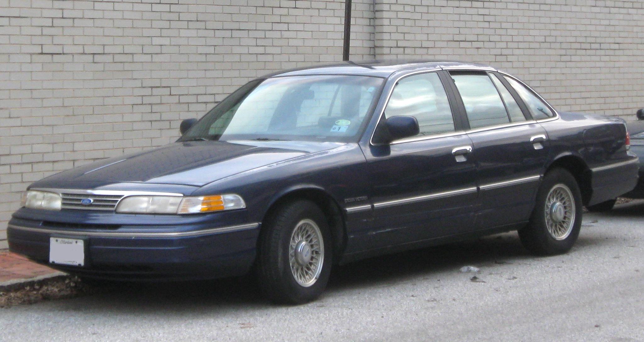 Ford Crown Victoria II 1997 - 2011 Sedan #6