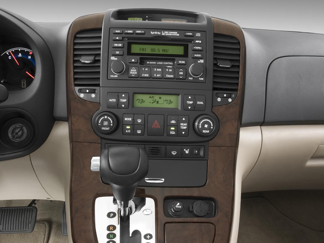 Hyundai Entourage 2006 - 2009 Minivan #1