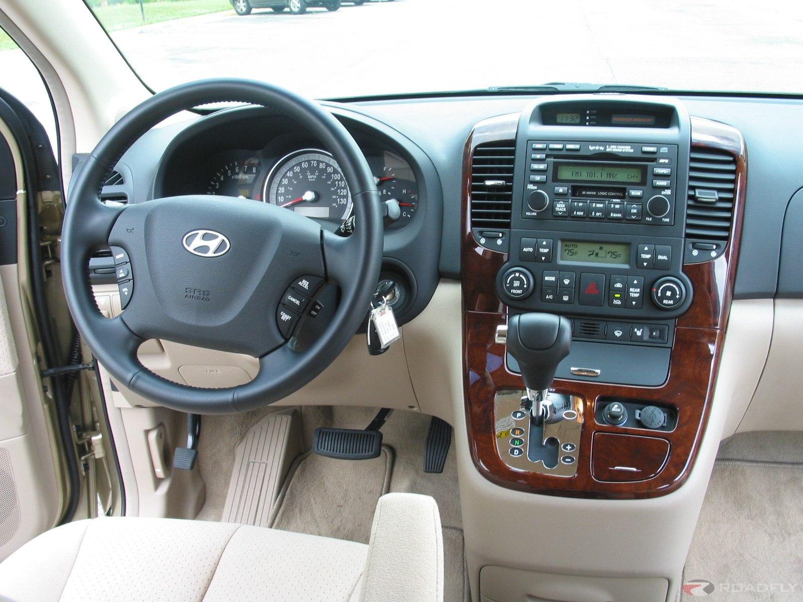 Hyundai Entourage 2006 - 2009 Minivan #6