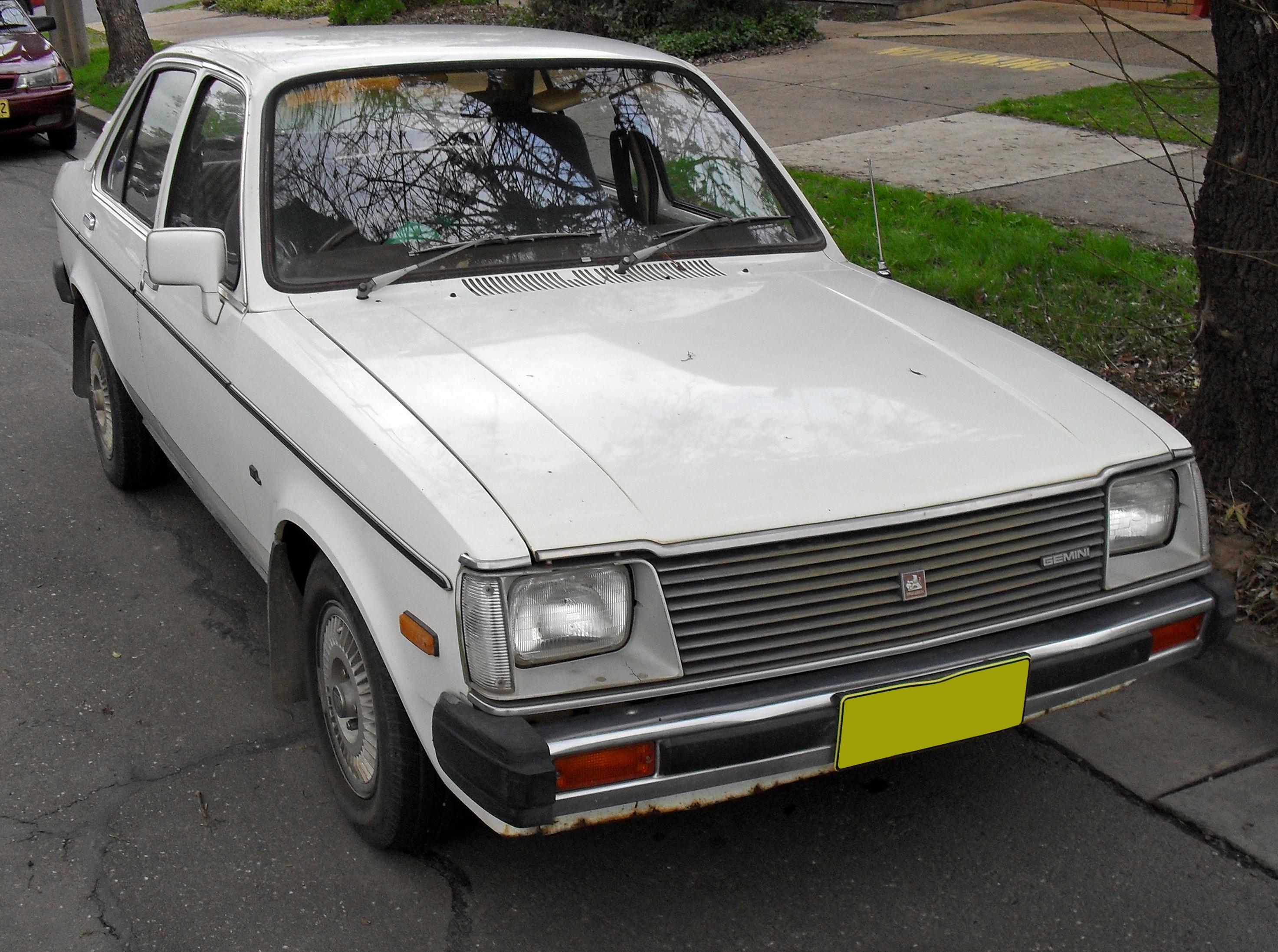 Isuzu Gemini I 1974 - 1987 Sedan #2