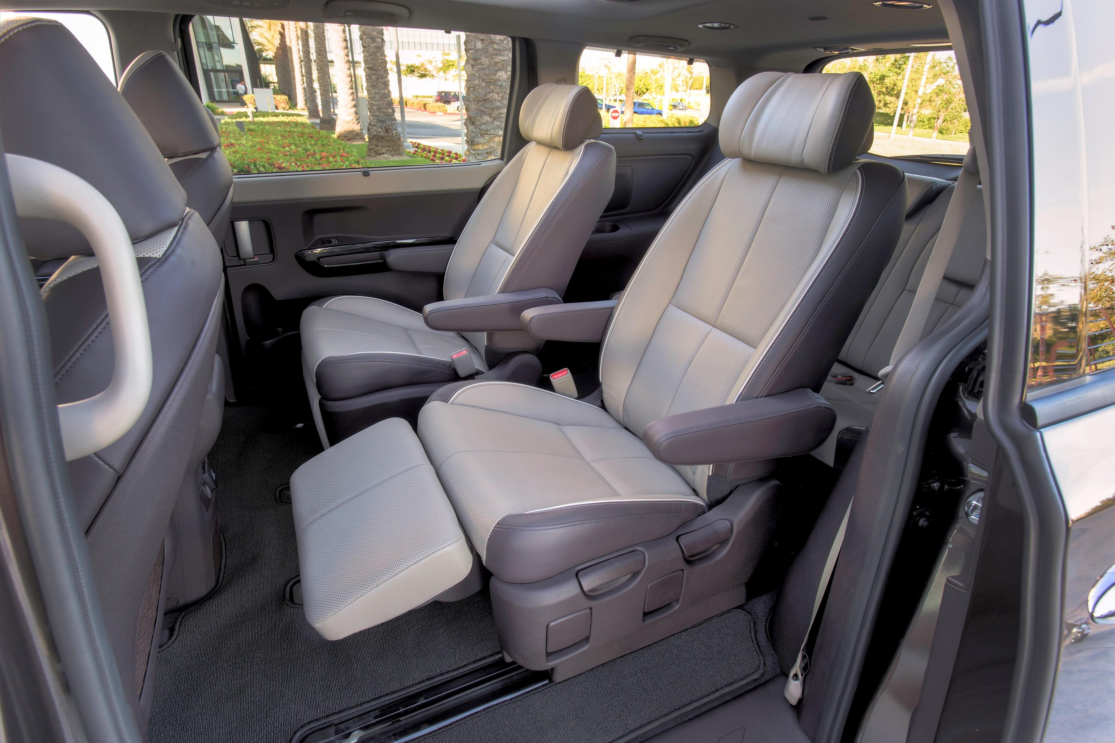Kia Carnival II 2006 - 2014 Minivan #1