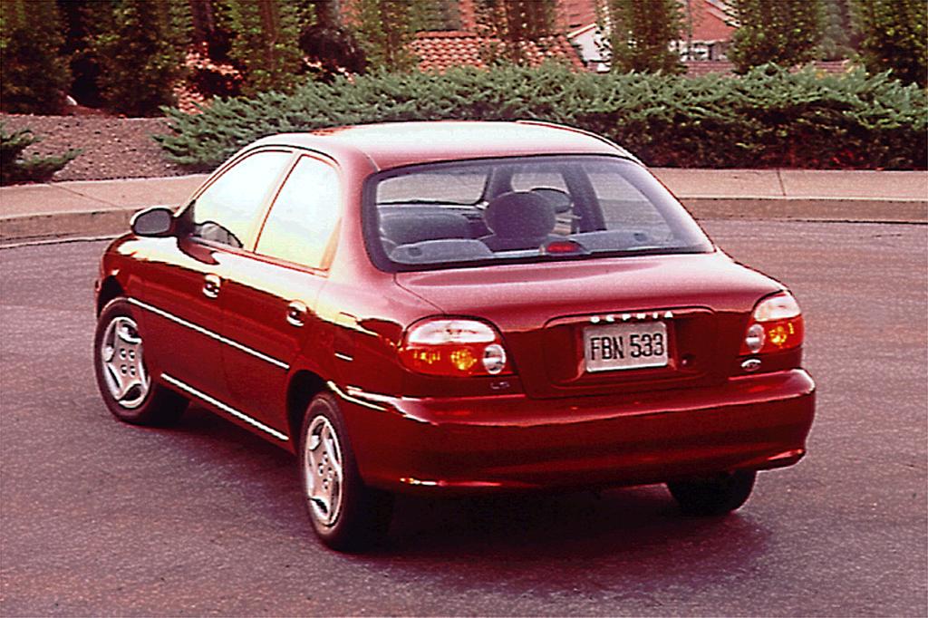 Kia Sephia I Restyling 1994 - 1998 Hatchback 5 door #4