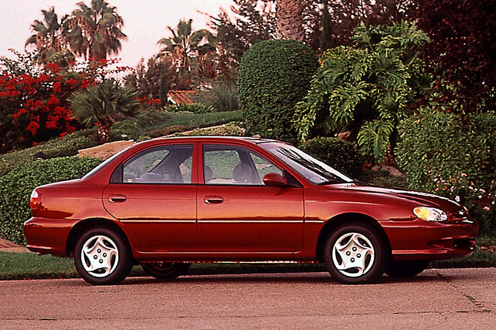 Kia Sephia I Restyling 1994 - 1998 Hatchback 5 door #1