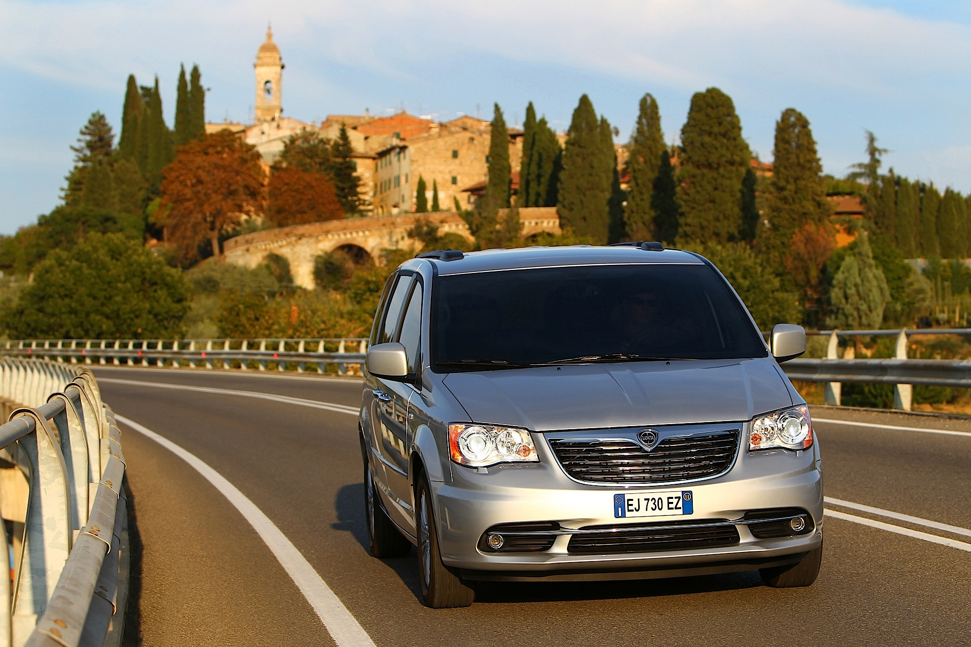 Lancia Voyager 2011 - 2015 Minivan #4
