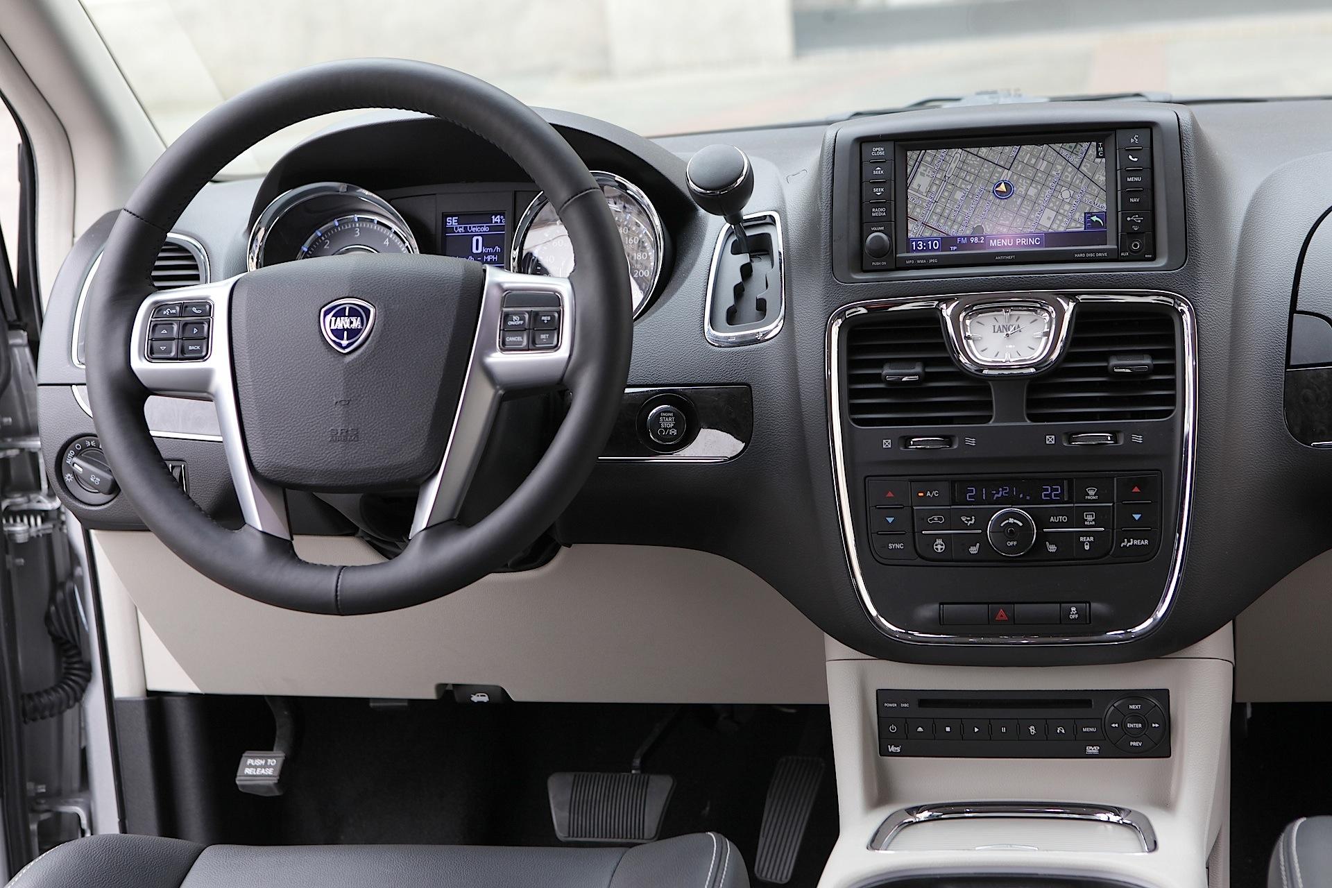 Lancia Voyager 2011 - 2015 Minivan #5