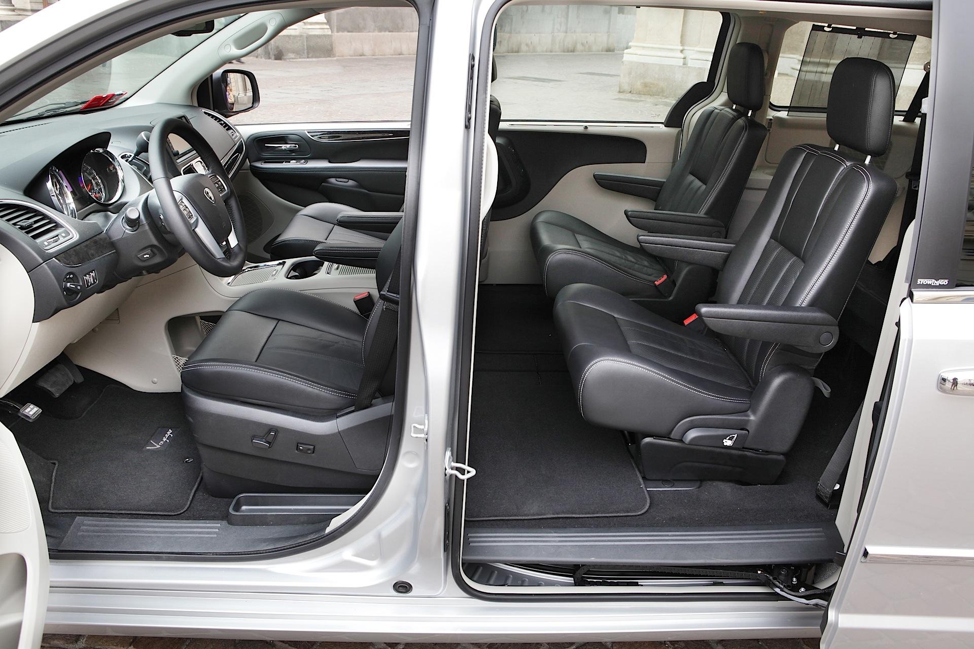 Lancia Voyager 2011 - 2015 Minivan #8