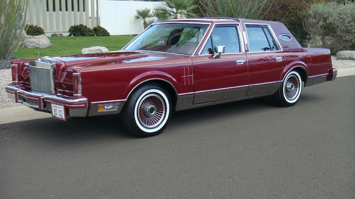 Lincoln Town Car I 1980 - 1989 Sedan #8