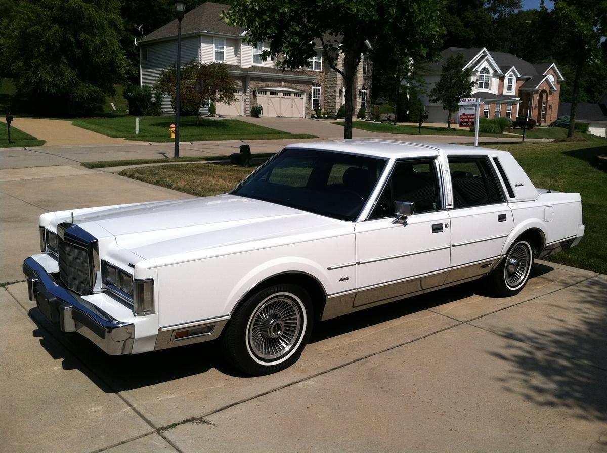 Lincoln Town Car I 1980 - 1989 Sedan #3